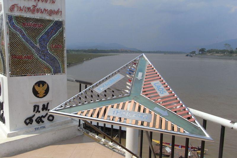 ゴールデントライアングル - タイ・ラオス・ミャンマーの3カ国国境